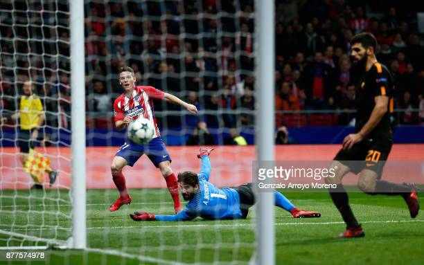 Kevin Gameiro of Atletico Madrid scores his team's second goal during the UEFA Champions League group C match between Atletico Madrid and AS Roma at...