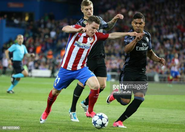 Kevin Gameiro of Atletico Madrid Toni Kroos and Casemiro of Real Madrid during the UEFA Champions League Semi Final second leg match between Club...