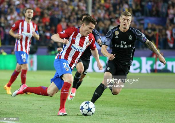 Kevin Gameiro of Atletico Madrid Toni Kroos of Real Madrid during the UEFA Champions League Semi Final second leg match between Club Atletico de...
