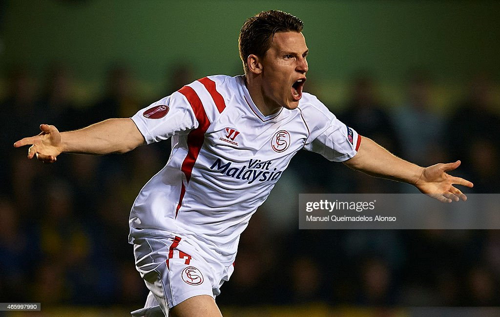 <a gi-track='captionPersonalityLinkClicked' href=/galleries/search?phrase=Kevin+Gameiro&family=editorial&specificpeople=815278 ng-click='$event.stopPropagation()'>Kevin Gameiro</a> of Sevilla celebrates after scoring during the UEFA Europa League round of 16 match between Villarreal and FC Sevilla at Estadio El Madrigal on March 12, 2015 in Villarreal, Spain.