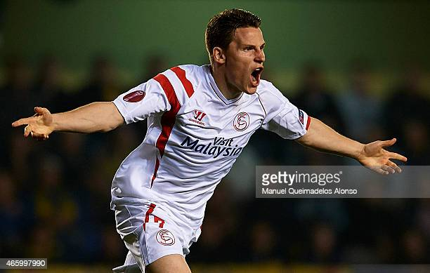 Kevin Gameiro of Sevilla celebrates after scoring during the UEFA Europa League round of 16 match between Villarreal and FC Sevilla at Estadio El...