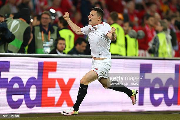 Kevin Gameiro of Sevilla celebrates scoring a goal to make the score 11 during the UEFA Europa League Final between Liverpool and Sevilla at St...