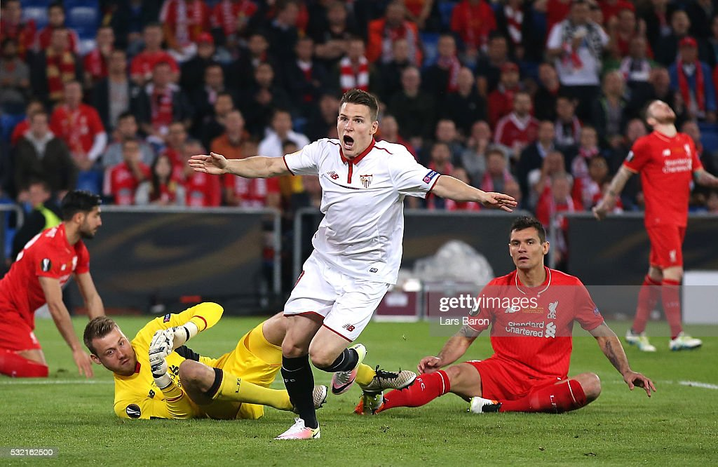 <a gi-track='captionPersonalityLinkClicked' href=/galleries/search?phrase=Kevin+Gameiro&family=editorial&specificpeople=815278 ng-click='$event.stopPropagation()'>Kevin Gameiro</a> of Sevilla celebrates scoring his team's first goal during the UEFA Europa League Final match between Liverpool and Sevilla at St. Jakob-Park on May 18, 2016 in Basel, Switzerland.