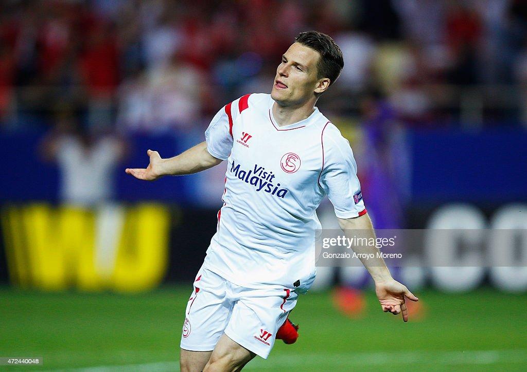 Kevin Gameiro of Sevilla celebrates scoring his team's third goal during the UEFA Europa League Semi Final first leg match between FC Sevilla and ACF...