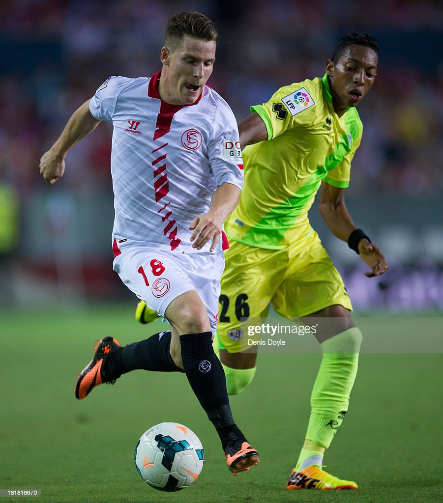 <a gi-track='captionPersonalityLinkClicked' href=/galleries/search?phrase=Kevin+Gameiro&family=editorial&specificpeople=815278 ng-click='$event.stopPropagation()'>Kevin Gameiro</a> (L) of Sevilla FC battles for the ball against Johan Mojica of Rayo Vallecano de Madrid during the la Liga match between Sevilla FC and Rayo Vallecano de Madrid at Estadio Ramon Sanchez Pizjuan on September 25, 2013 in Seville, Spain.