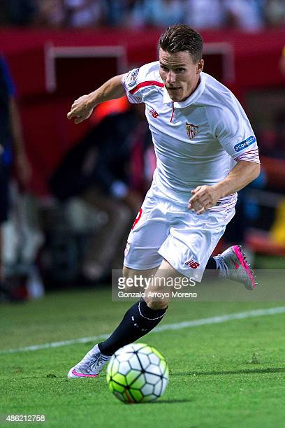 Kevin Gameiro of Sevilla FC controls the ball during the La Liga match between Sevilla FC and Club Atletico de Madrid at Estadio Ramon Sanchez...