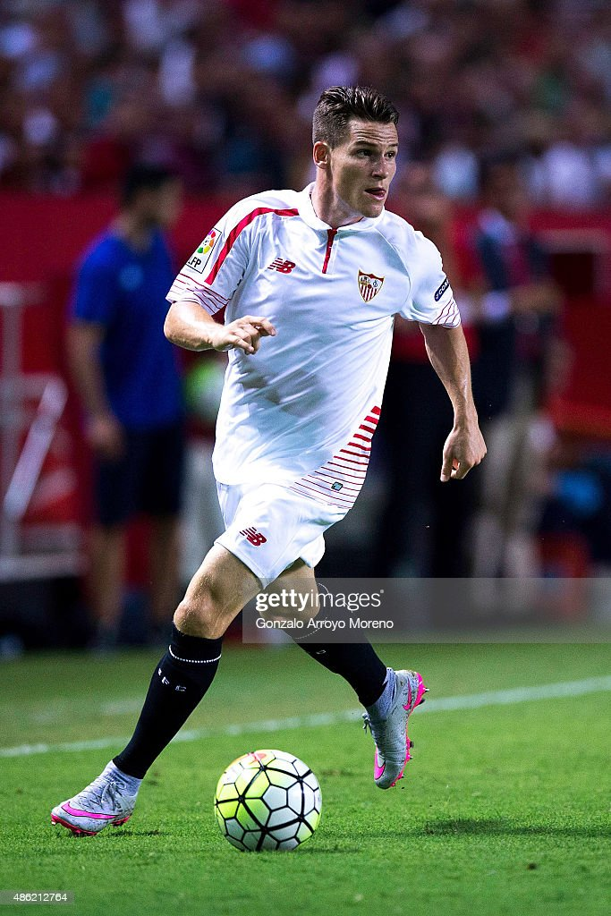 <a gi-track='captionPersonalityLinkClicked' href=/galleries/search?phrase=Kevin+Gameiro&family=editorial&specificpeople=815278 ng-click='$event.stopPropagation()'>Kevin Gameiro</a> of Sevilla FC controls the ball during the La Liga match between Sevilla FC and Club Atletico de Madrid at Estadio Ramon Sanchez Pizjuan on August 30, 2015 in Seville, Spain.