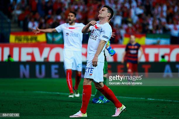 Kevin Gameiro of Sevilla FC reacts as he fail to score during the Copa del Rey Final match between FC Barcelona and Sevilla FC at Vicente Calderon...