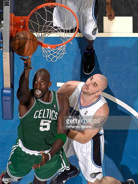 Kevin Garnett of the Boston Celtics shoots against Marcin Gortat of the Orlando Magic in Game Two of the Eastern Conference Finals during the 2010...