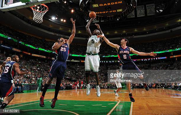 Kevin Garnett of the Boston Celtics shoots the ball against Erick Dampier and Kirk Hinrich of the Atlanta Hawks in Game Six of the Eastern Conference...