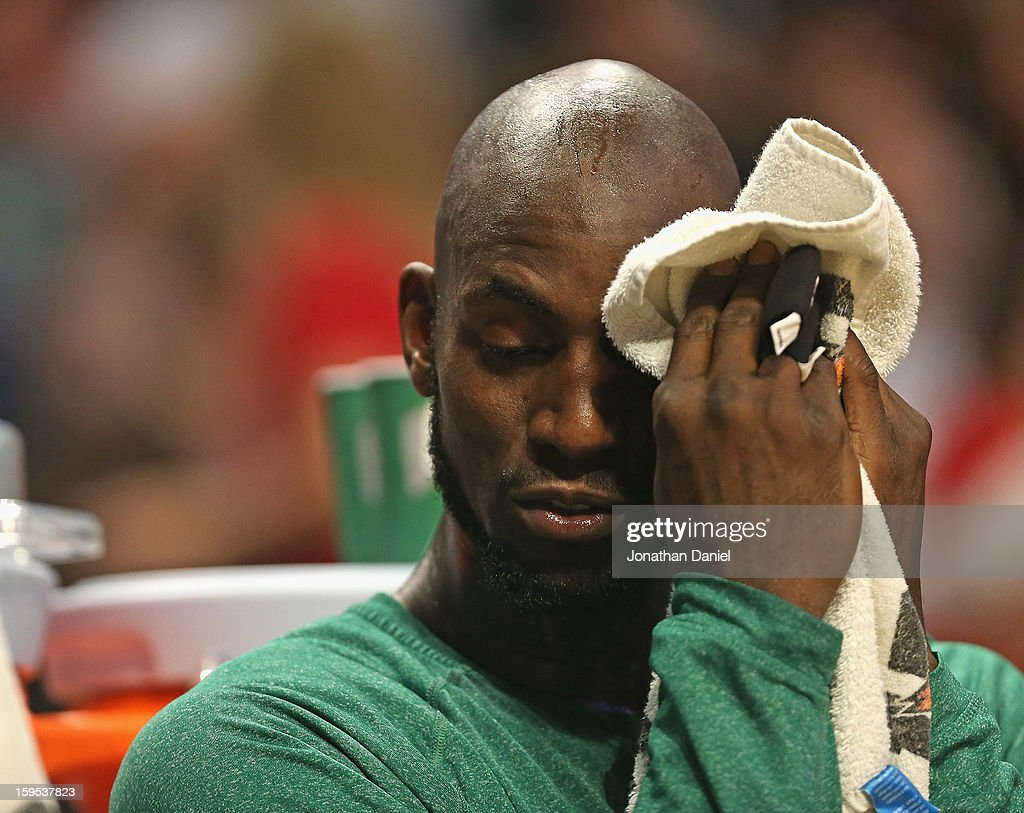 <a gi-track='captionPersonalityLinkClicked' href=/galleries/search?phrase=Kevin+Garnett&family=editorial&specificpeople=201473 ng-click='$event.stopPropagation()'>Kevin Garnett</a> #5 of the Boston Celtics towels off on the bench during a game against the Chicago Bulls at the United Center on December 18, 2012 in Chicago, Illinois. The Bulls defeated the Celtics 100-89.