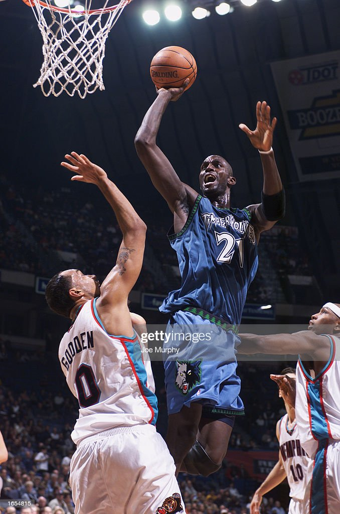 Kevin Garnett #21 of the Minnesota Timberwolves goes up for the shot against Drew Gooden #0 of the Memphis Grizzlies during the NBA game at The Pyramid on November 15, 2002 in Memphis, Tennessee. The Timberwolves won 99-95.