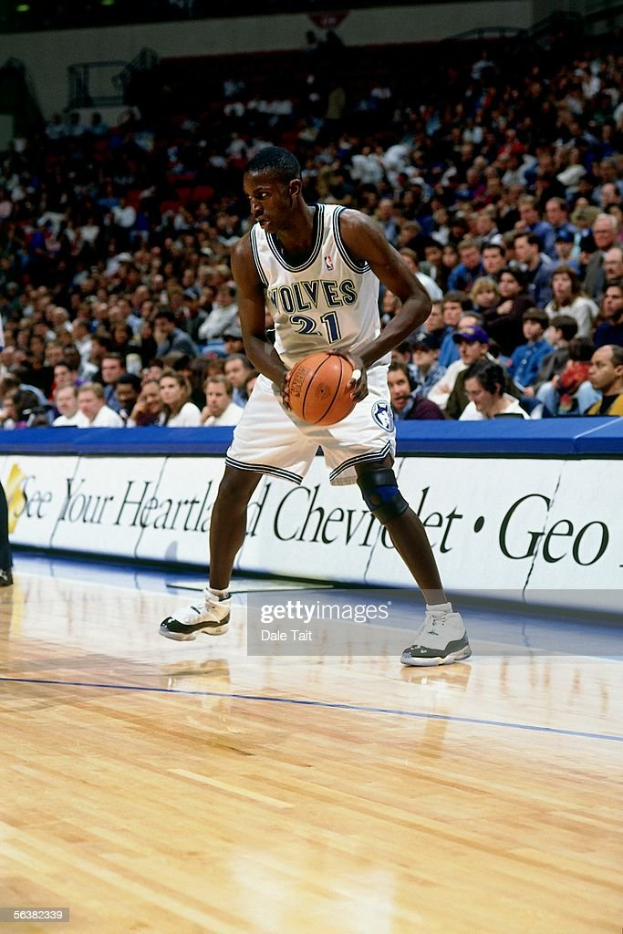 Kevin Garnett #21 of the Minnesota Timberwolves looks to make a move against the Seattle Sonics during an NBA game at the Target Center on November 22, 1995 in Minneapolis, Minnesota. The Sonics defeated the Timberwolves 106-97.