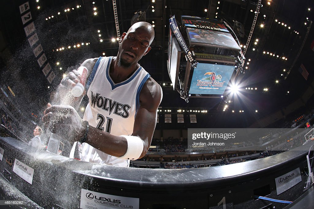 Kevin Garnett #21 of the Minnesota Timberwolves puts powder on his hands before entering the game against the Los Angeles Clippers on March 2, 2015 at Target Center in Minneapolis, Minnesota.