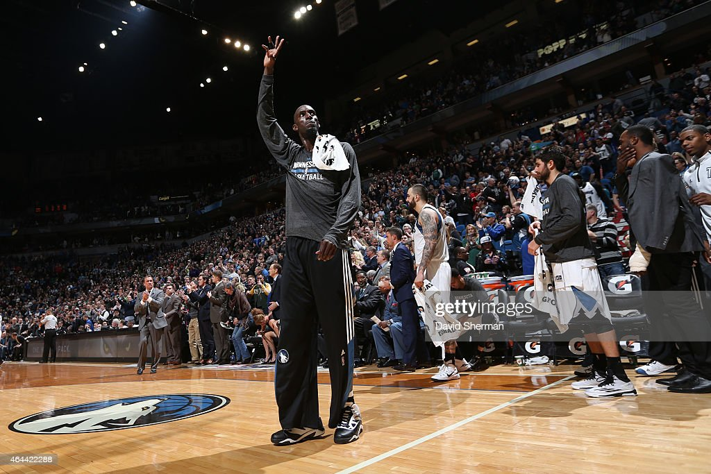 <a gi-track='captionPersonalityLinkClicked' href=/galleries/search?phrase=Kevin+Garnett&family=editorial&specificpeople=201473 ng-click='$event.stopPropagation()'>Kevin Garnett</a> #21 of the Minnesota Timberwolves waves to the crowd after the game against the Washington Wizards on February 25, 2015 at Target Center in Minneapolis, Minnesota.