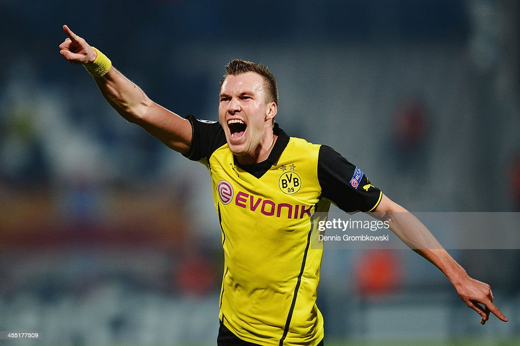 <a gi-track='captionPersonalityLinkClicked' href=/galleries/search?phrase=Kevin+Grosskreutz&family=editorial&specificpeople=4265546 ng-click='$event.stopPropagation()'>Kevin Grosskreutz</a> of Borussia Dortmund celebrates after scoring his team's second goal during the UEFA Champions League Group F match between Olympique de Marseille and Borussia Dortmund at Stade Velodrome on December 11, 2013 in Marseille, France.