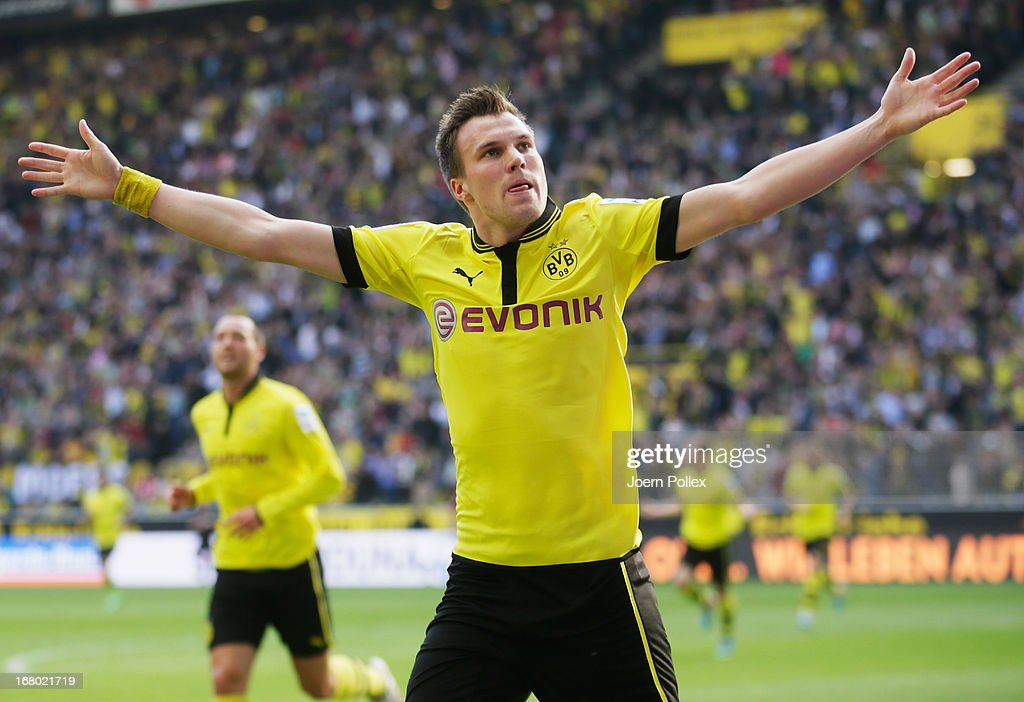<a gi-track='captionPersonalityLinkClicked' href=/galleries/search?phrase=Kevin+Grosskreutz&family=editorial&specificpeople=4265546 ng-click='$event.stopPropagation()'>Kevin Grosskreutz</a> of Dormund celebrates after scoring his team's first goal during the Bundesliga match between Borussia Dortmund and FC Bayern Muenchen at Signal Iduna Park on May 4, 2013 in Dortmund, Germany.