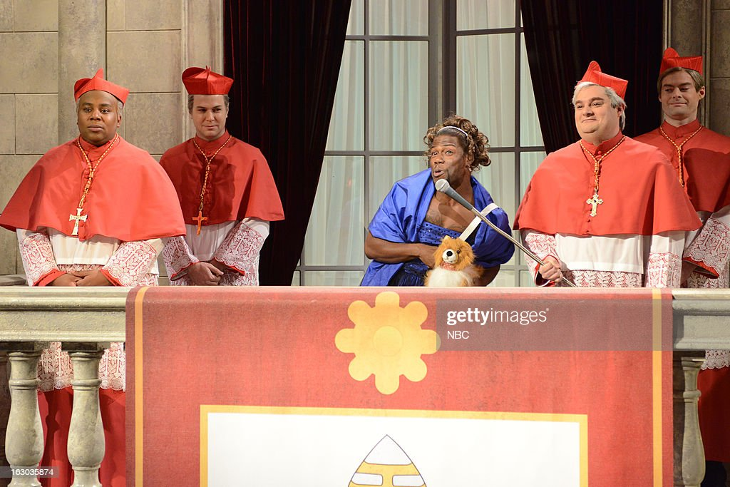 LIVE -- 'Kevin Hart' Episode 1635 -- Pictured: (l-r) <a gi-track='captionPersonalityLinkClicked' href=/galleries/search?phrase=Kenan+Thompson&family=editorial&specificpeople=215158 ng-click='$event.stopPropagation()'>Kenan Thompson</a>, Taran Killam, Kevin Hart, Bobby Moynihan, Bill Hader --