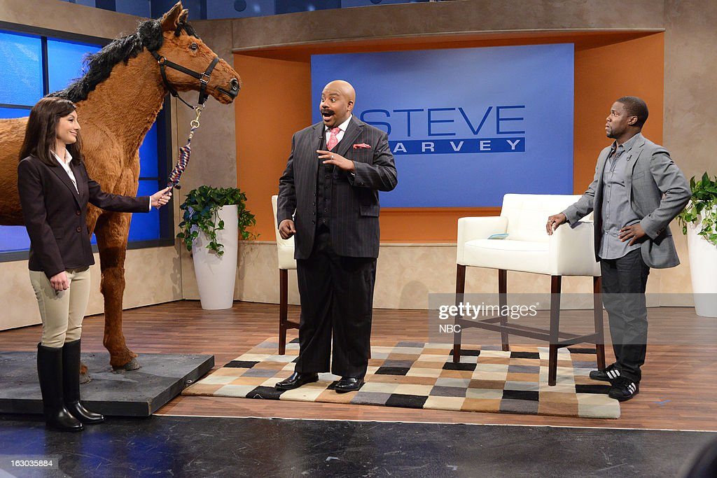 LIVE -- 'Kevin Hart' Episode 1635 -- Pictured: (l-r) Nasim Pedrad, <a gi-track='captionPersonalityLinkClicked' href=/galleries/search?phrase=Kenan+Thompson&family=editorial&specificpeople=215158 ng-click='$event.stopPropagation()'>Kenan Thompson</a>, Kevin Hart --