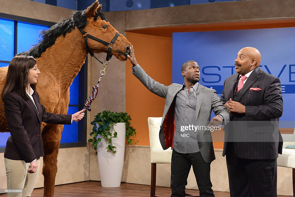 LIVE -- 'Kevin Hart' Episode 1635 -- Pictured: (l-r) Nasim Pedrad, Kevin Hart, <a gi-track='captionPersonalityLinkClicked' href=/galleries/search?phrase=Kenan+Thompson&family=editorial&specificpeople=215158 ng-click='$event.stopPropagation()'>Kenan Thompson</a> --