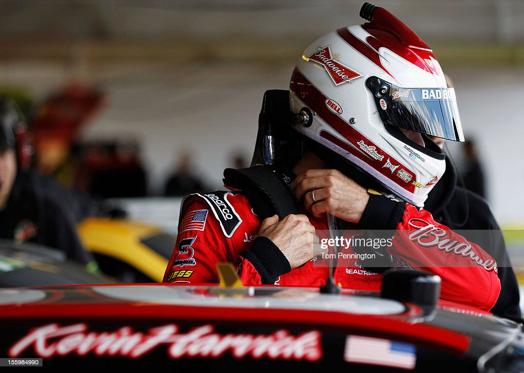 <a gi-track='captionPersonalityLinkClicked' href=/galleries/search?phrase=Kevin+Harvick&family=editorial&specificpeople=209186 ng-click='$event.stopPropagation()'>Kevin Harvick</a>, driver of the #29 Budweiser Chevrolet, prepares to drive during practice for the NASCAR Sprint Cup Series AdvoCare 500 at Phoenix International Raceway on November 10, 2012 in Avondale, Arizona.