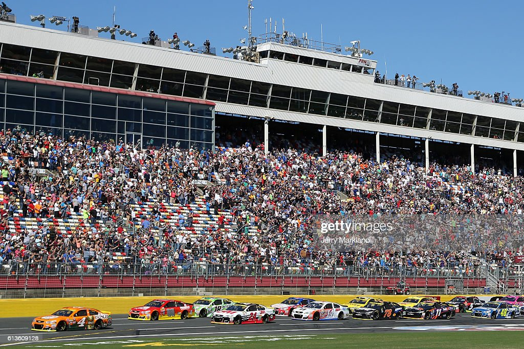 Kevin Harvick, driver of the #4 Busch Hunting Chevrolet, leads the field at the start of the NASCAR Sprint Cup Series Bank of America 500 at Charlotte Motor Speedway on October 9, 2016 in Charlotte, North Carolina.