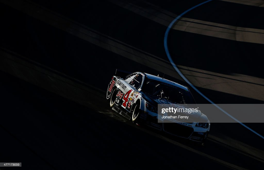 <a gi-track='captionPersonalityLinkClicked' href=/galleries/search?phrase=Kevin+Harvick&family=editorial&specificpeople=209186 ng-click='$event.stopPropagation()'>Kevin Harvick</a>, driver of the #4 Jimmy John's Chevrolet, drives during qualifying for the NASCAR Sprint Cup Series Kobalt 400 at Las Vegas Motor Speedway on March 7, 2014 in Las Vegas, Nevada.