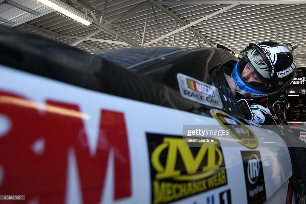 <a gi-track='captionPersonalityLinkClicked' href=/galleries/search?phrase=Kevin+Harvick&family=editorial&specificpeople=209186 ng-click='$event.stopPropagation()'>Kevin Harvick</a>, driver of the #4 Jimmy John's Chevrolet, prepares to drive during practice for the NASCAR Sprint Cup Series Go Bowling 400 at Kansas Speedway on May 6, 2016 in Kansas City, Kansas.