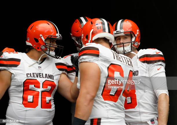 Kevin Hogan of the Cleveland Browns huddles with Chris Barker and Austin Reiter before the game against the Houston Texans at NRG Stadium on October...