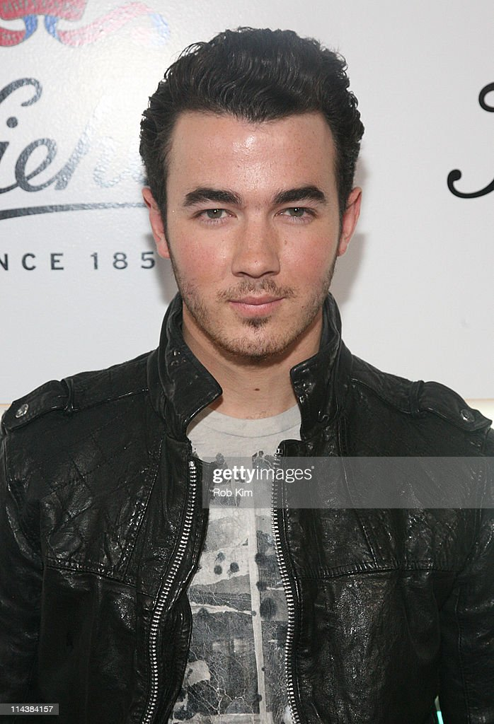 <a gi-track='captionPersonalityLinkClicked' href=/galleries/search?phrase=Kevin+Jonas&family=editorial&specificpeople=709547 ng-click='$event.stopPropagation()'>Kevin Jonas</a> attends Kiehl's 160th anniversary celebration at Kiehl's Flagship Store on May 18, 2011 in New York City.