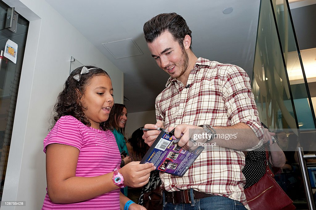 <a gi-track='captionPersonalityLinkClicked' href=/galleries/search?phrase=Kevin+Jonas&family=editorial&specificpeople=709547 ng-click='$event.stopPropagation()'>Kevin Jonas</a> (R) attends the unveiling of the AOL media room at the Ronald McDonald House on October 7, 2011 in New York City.