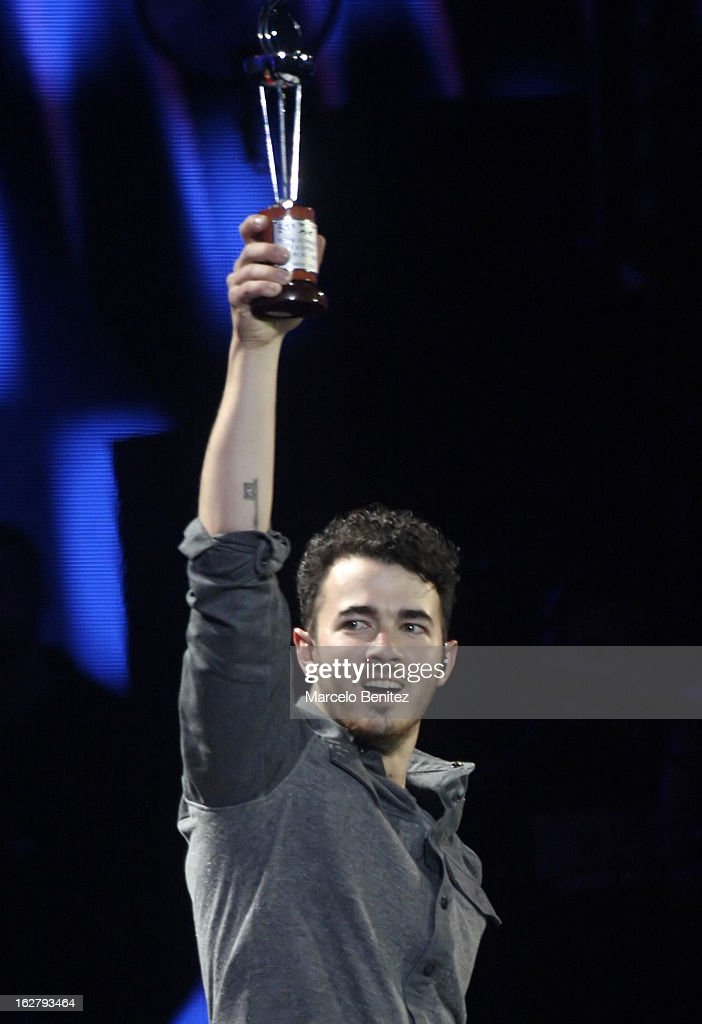 <a gi-track='captionPersonalityLinkClicked' href=/galleries/search?phrase=Kevin+Jonas&family=editorial&specificpeople=709547 ng-click='$event.stopPropagation()'>Kevin Jonas</a> holds an award at the Quinta Vergara during the 53rd Vina del Mar International Music Festival on February 26, 2013 in Vina del Mar, Chile.