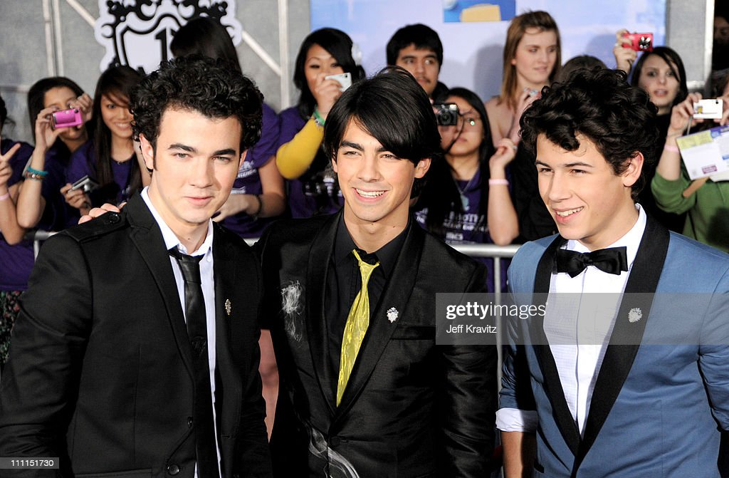 <a gi-track='captionPersonalityLinkClicked' href=/galleries/search?phrase=Kevin+Jonas&family=editorial&specificpeople=709547 ng-click='$event.stopPropagation()'>Kevin Jonas</a>, <a gi-track='captionPersonalityLinkClicked' href=/galleries/search?phrase=Joe+Jonas&family=editorial&specificpeople=842712 ng-click='$event.stopPropagation()'>Joe Jonas</a> and <a gi-track='captionPersonalityLinkClicked' href=/galleries/search?phrase=Nick+Jonas&family=editorial&specificpeople=842713 ng-click='$event.stopPropagation()'>Nick Jonas</a> at the 'Jonas Brothers: 3D Concert Experience' Premiere at El Capitan Theatre on February 24, 2009 in Hollywood.