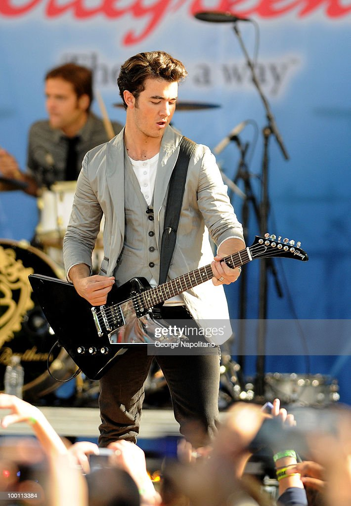 Kevin Jonas performs on ABC's 'Good Morning America' summer concert series at Rumsey Playfield on May 21, 2010 in New York City.