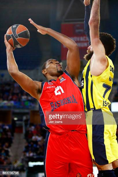 Kevin Jones #21 of Baskonia Vitoria Gasteiz in action during the 2017/2018 Turkish Airlines EuroLeague Regular Season game between Baskonia Vitoria...