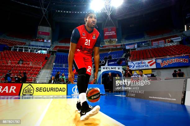 Kevin Jones #21 of Baskonia Vitoria Gasteiz warm up during the 2017/2018 Turkish Airlines EuroLeague Regular Season Round 11 game between Baskonia...
