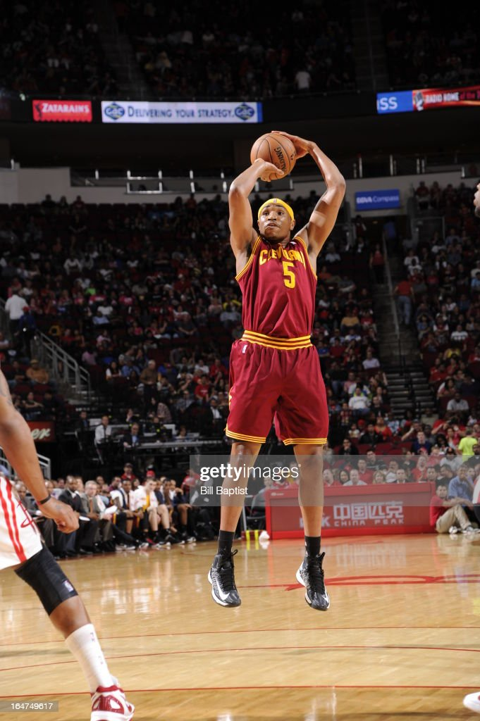 Kevin Jones #5 of the Cleveland Cavaliers shoots the ball against the Houston Rockets on March 22, 2013 at the Toyota Center in Houston, Texas.