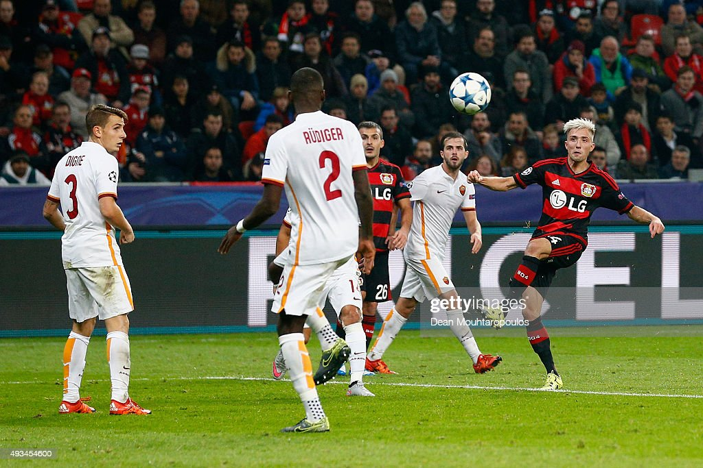 <a gi-track='captionPersonalityLinkClicked' href=/galleries/search?phrase=Kevin+Kampl&family=editorial&specificpeople=6527116 ng-click='$event.stopPropagation()'>Kevin Kampl</a> of Bayer Levekusen (R) scores their third goal during the UEFA Champions League Group E match between Bayer 04 Leverkusen and AS Roma at BayArena on October 20, 2015 in Leverkusen, Germany.