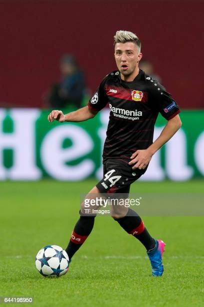 Kevin Kampl of Bayer Leverkusen controls the ball during the UEFA Champions League Round of 16 first leg match between Bayer Leverkusen and Club...