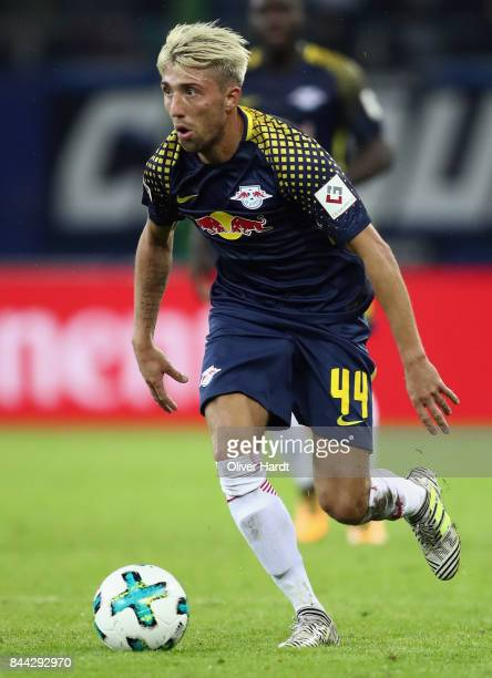 Kevin Kampl of Leipzig controls the ball during the Bundesliga match between Hamburger SV and RB Leipzig at Volksparkstadion on September 8 2017 in...