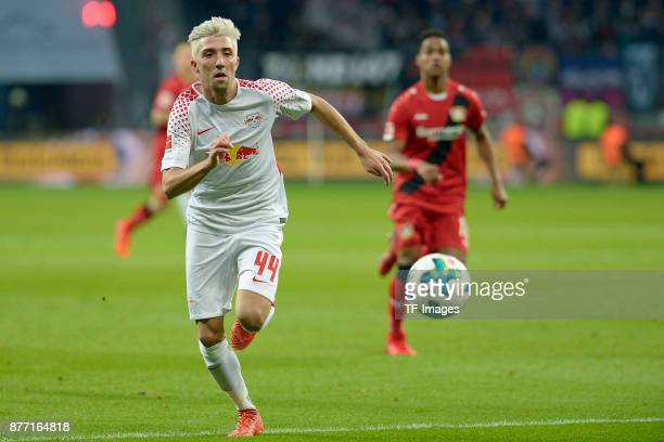 Kevin Kampl of Leipzig controls the ball during the Bundesliga match between Bayer 04 Leverkusen and RB Leipzig at BayArena on November 18 2017 in...
