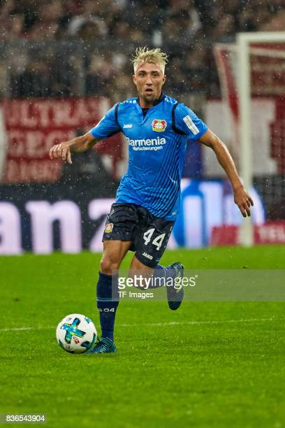 Kevin Kampl of Leverkusen Aktion controls the ball during the Bundesliga match between FC Bayern Muenchen and Bayer 04 Leverkusen at Allianz Arena on...