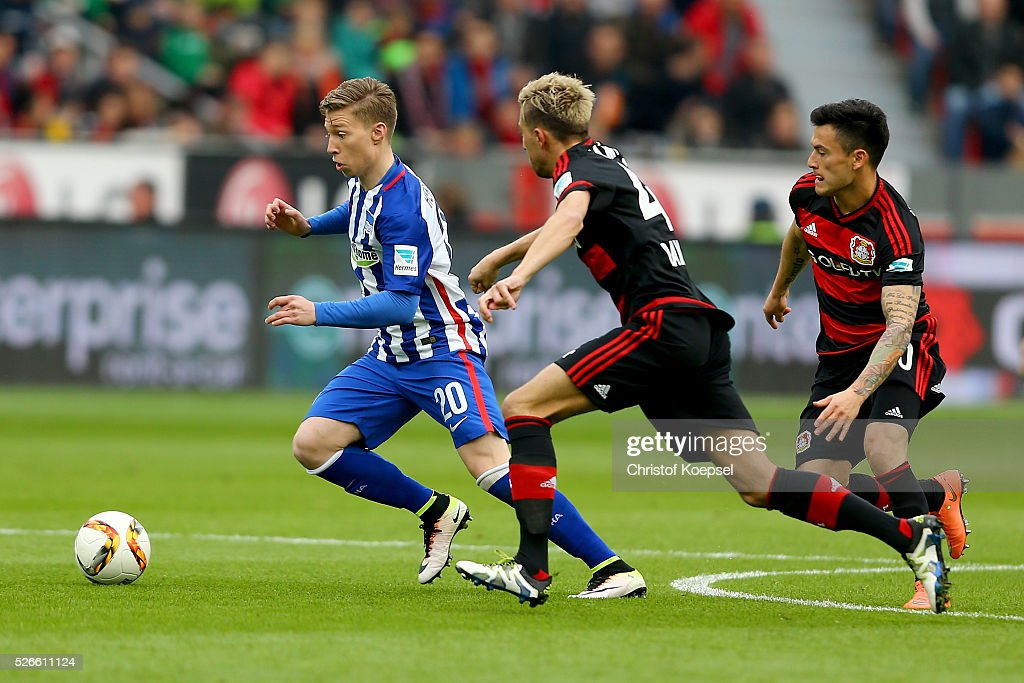 <a gi-track='captionPersonalityLinkClicked' href=/galleries/search?phrase=Kevin+Kampl&family=editorial&specificpeople=6527116 ng-click='$event.stopPropagation()'>Kevin Kampl</a> of Leverkusen (R) challenges <a gi-track='captionPersonalityLinkClicked' href=/galleries/search?phrase=Mitchell+Weiser&family=editorial&specificpeople=6732587 ng-click='$event.stopPropagation()'>Mitchell Weiser</a> of Berlin (L) during the Bundesliga match between Bayer Leverkusen and Hertha BSC Berlin at BayArena on April 30, 2016 in Leverkusen, Germany. The match between Leverkusen and Berlin ended 2-1.