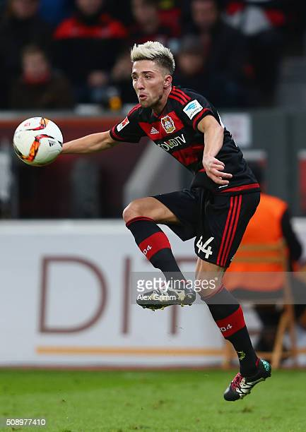 Kevin Kampl of Leverkusen controles the ball during the Bundesliga match between Bayer Leverkusen and FC Bayern Muenchen at BayArena on February 6...