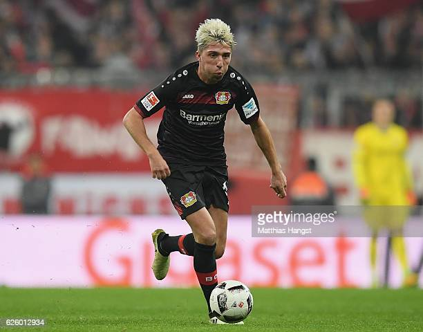 Kevin Kampl of Leverkusen controls the ball during the Bundesliga match between Bayern Muenchen and Bayer 04 Leverkusen at Allianz Arena on November...