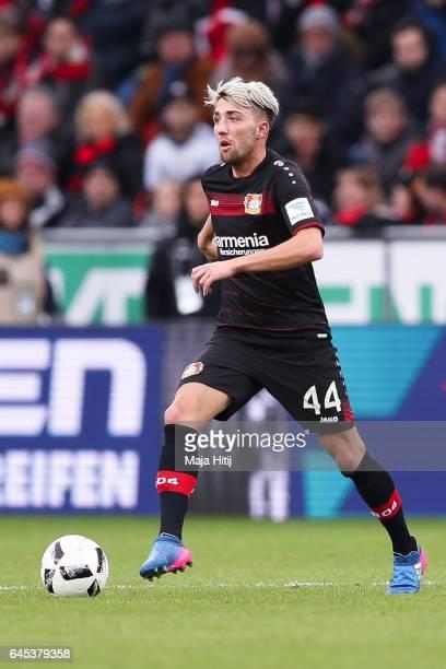 Kevin Kampl of Leverkusen controls the ball during the Bundesliga match between Bayer 04 Leverkusen and 1 FSV Mainz 05 at BayArena on February 25...