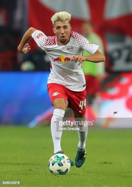 Kevin Kampl of RB Leipzig runs with the ball during the Bundesliga match between RB Leipzig and Borussia Moenchengladbach at Red Bull Arena on...