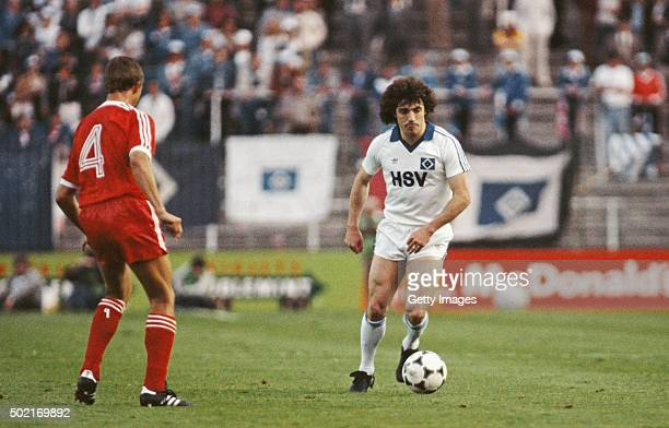 Kevin Keegan of Hamburg SV in action closely watched by John McGovern of Notts Forest during the 1980 European Cup Final between Hamburg SV and...