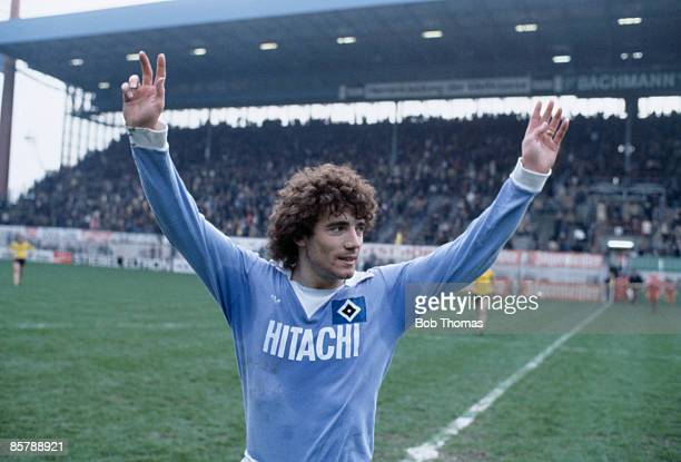 Kevin Keegan waves to the crowd before playing for SV Hamburg against Borussia Dortmund 1978
