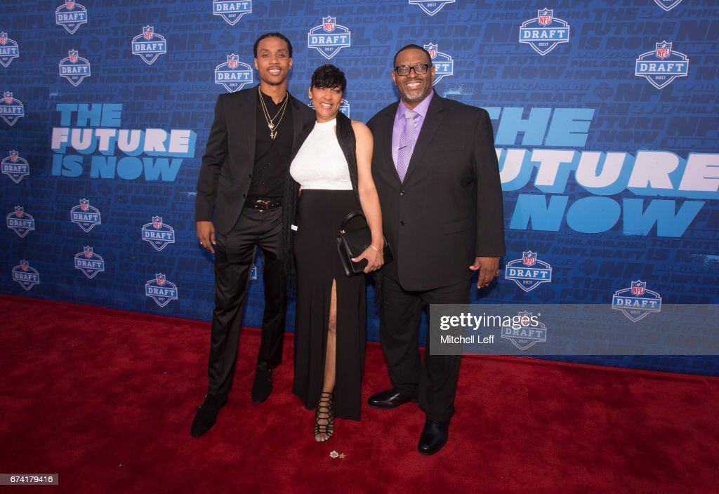 Kevin King of Washington poses for a picture with his family on the red carpet prior to the start of the 2017 NFL Draft on April 27, 2017 in Philadelphia, Pennsylvania.